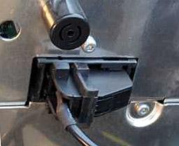 iL-MFD Lighning Adapter for Volkswagen MFD2/RNS2 Radios